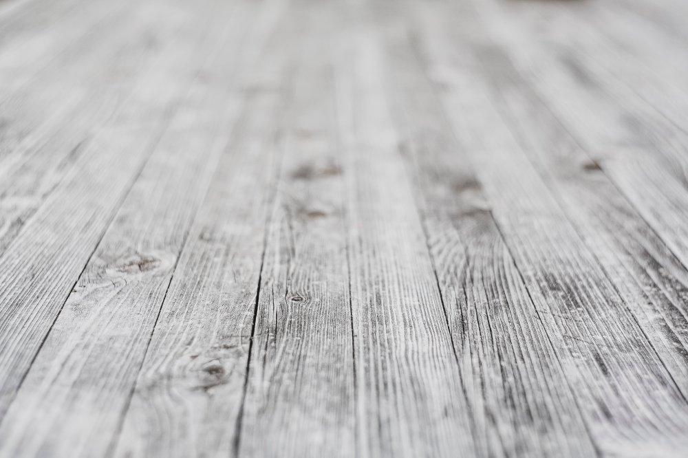 Fjern splinter, misfarvninger og ridser med en gulvslibning